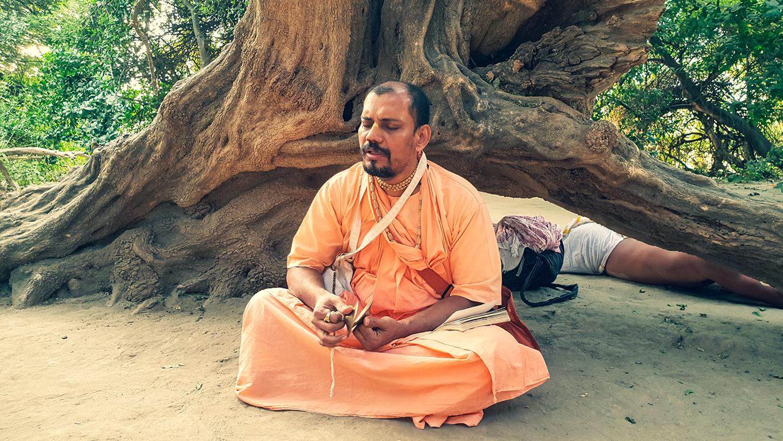 20181117_152211 Kartik with Srila B V Muni Maharaj